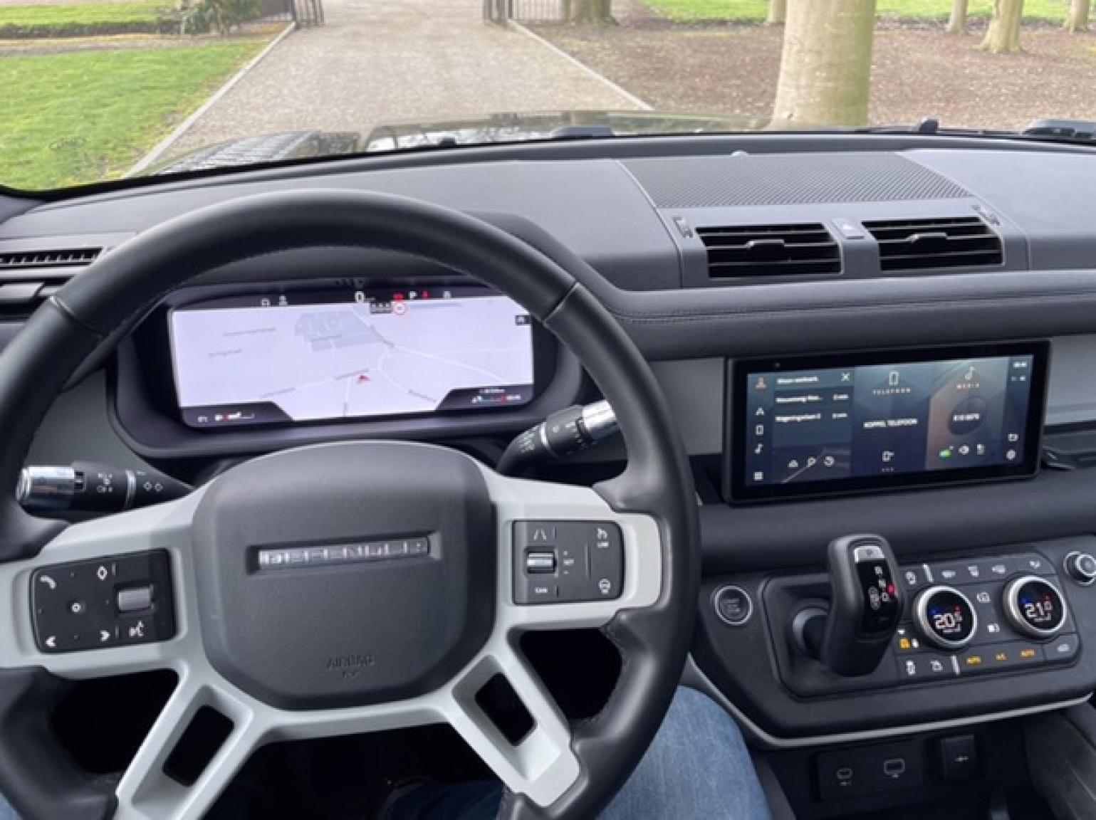 Land Rover-Defender-21
