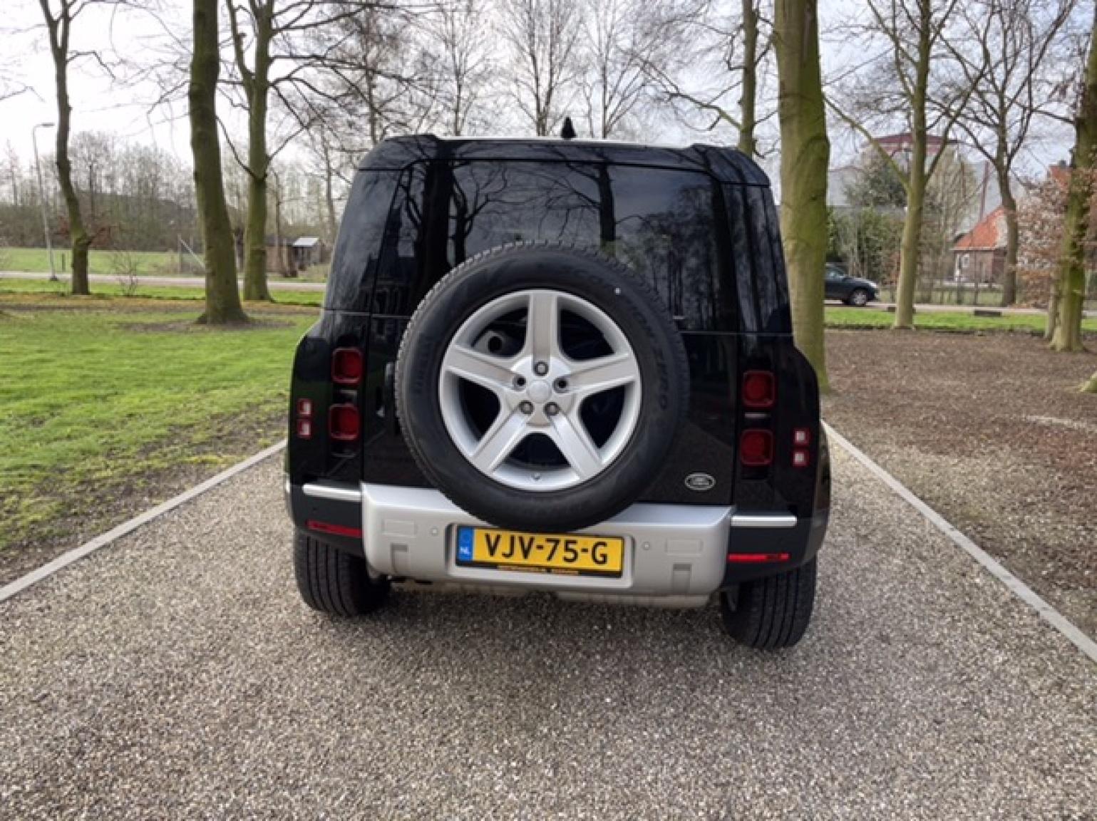 Land Rover-Defender-8